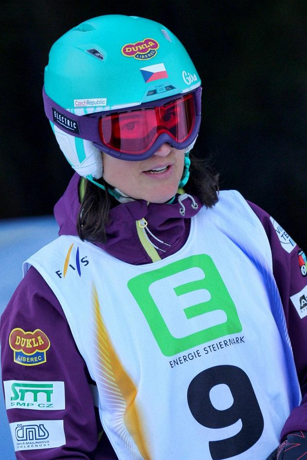Lyžařka v boulích Nikola Sudová na mistrovství světa v Kreischbergu.