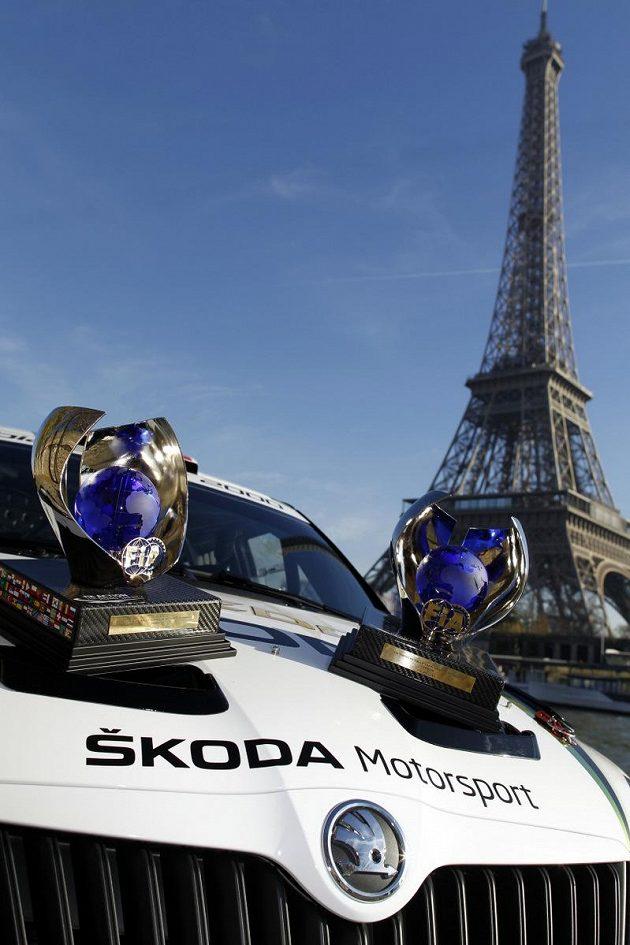 Trofeje Jana Kopeckého a Pavla Dreslera za vítězství v mistrovství Evropy.