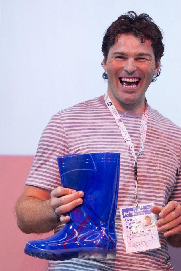 Jaromír Jágr s modrými holínkami, které tak oslnily svět při nástupu české výpravy na zahajovacím ceremoniálu her