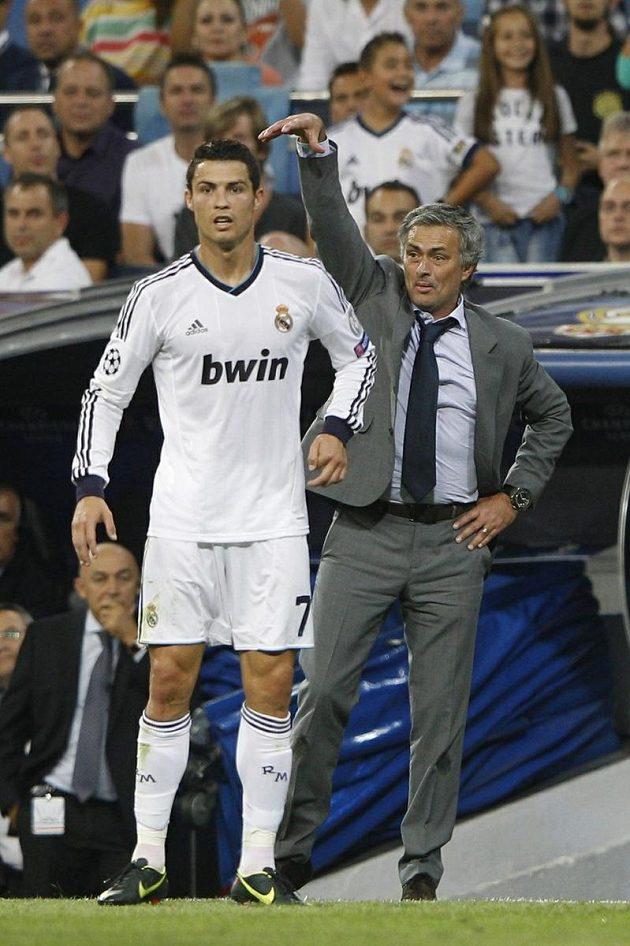 """Takhle """"Mou"""" diriguje svůj výběr, vedle kouče největší hvězda Realu Cristiano Ronaldo"""