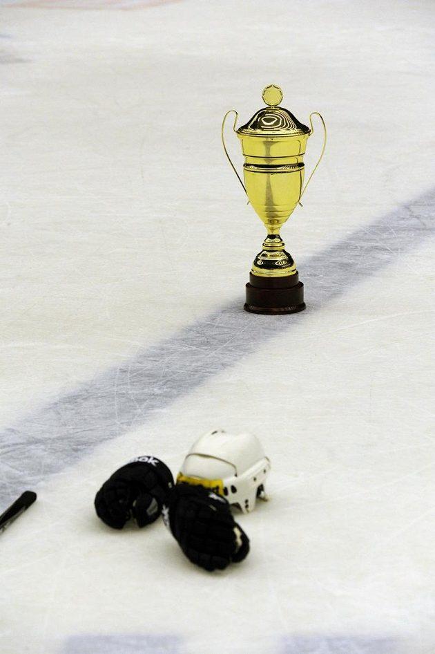 Pohár za celkově třetí místo v extralize nikdo z plzeňských hráčů z ledu neodvezl.