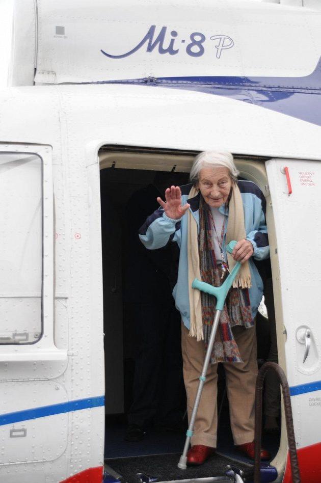 Dana Zátopková letěla vrtulníkem podruhé v životě.