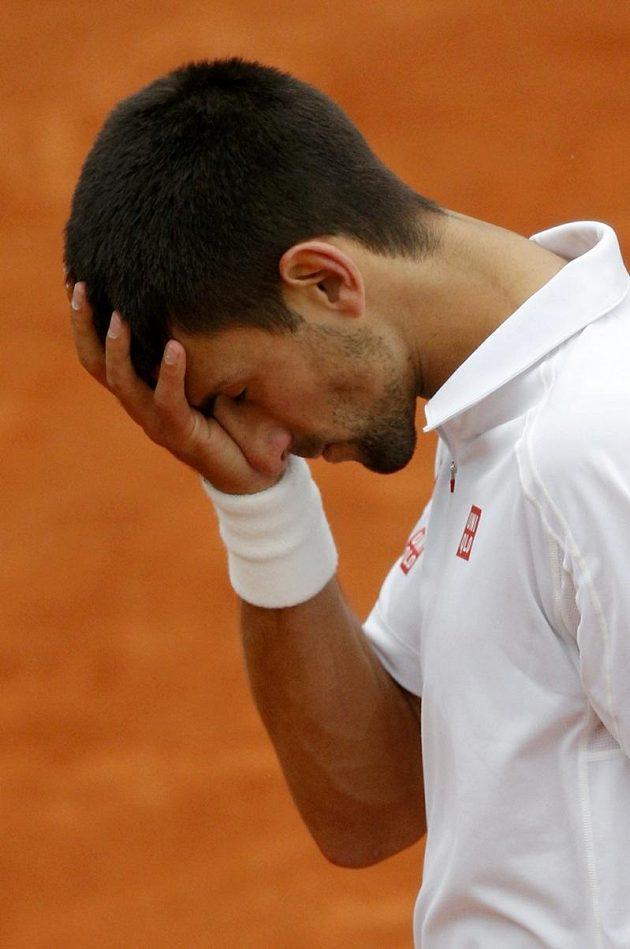Zklamaný tenista Novak Djokovič