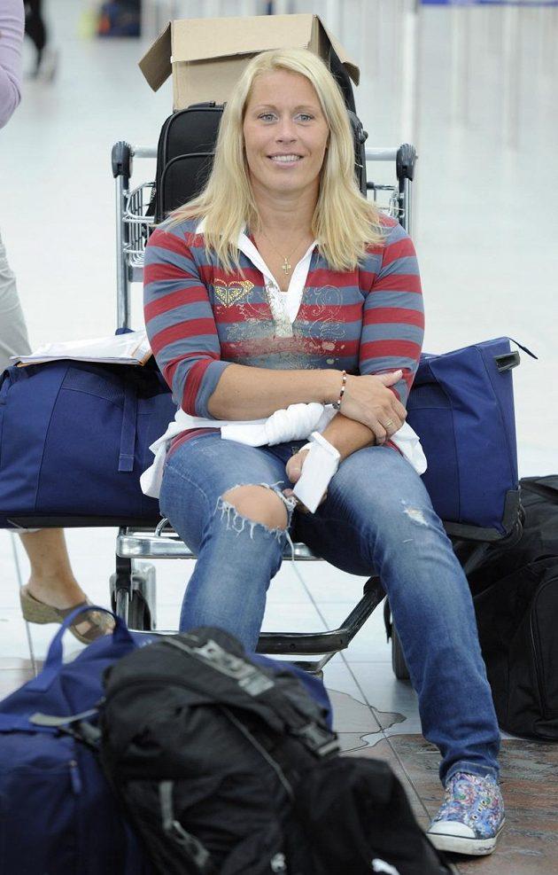 V letištní hale trpělivě čekala na odlet do Helsinek i diskařka Věra Cechlová-Pospíšilová