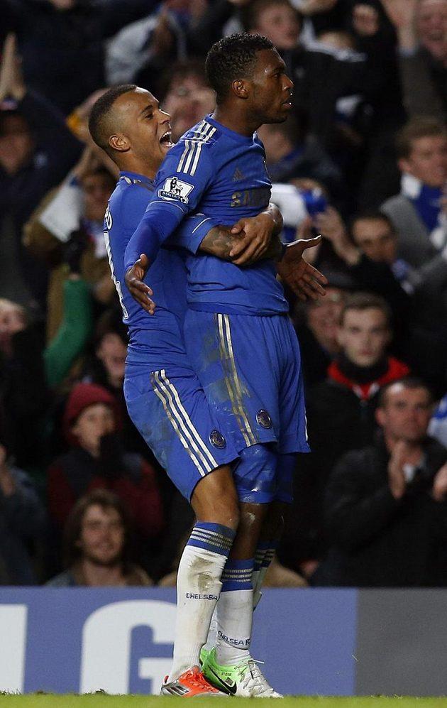 Radost hráčů Chelsea Daniela Sturridge a Ryana Bertranda (vlevo).