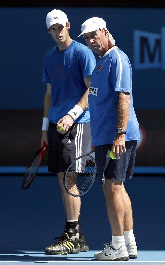 Ivan Lendl trénuje svého svěřence Andyho Murrayho na Australian Open ve fotbalovém dresu Baníku Ostrava.