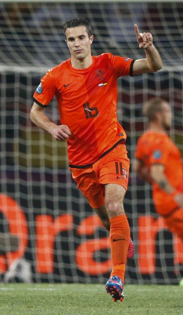 Na dělovku Robina van Persieho německý gólman Manuel Neuer nedosáhl, kanonýr Arsenalu však prohru svého mužstva jen zmírnil