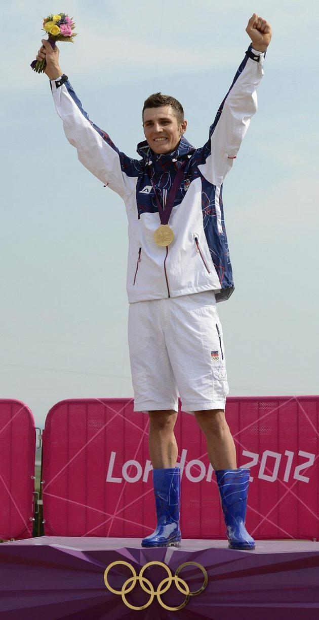 Vítěz! Jaroslav Kulhavý se raduje ze zisku zlaté olympijské medaile.