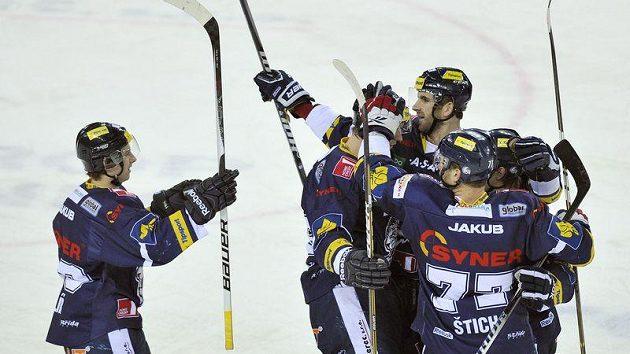 Hráči Liberce se radují z prvního gólu proti Mladé Boleslavi.