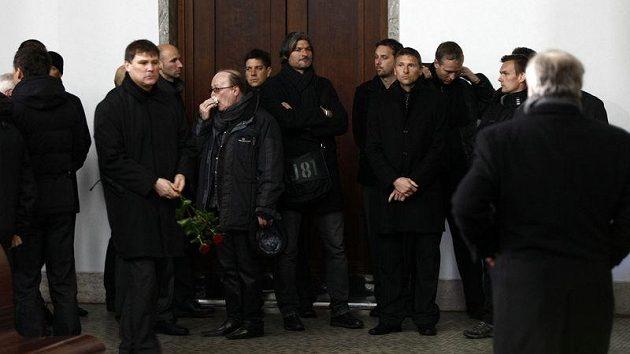 Návštěvníci na pohřbu Lukáše Přibyla.