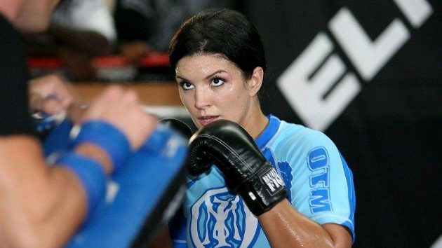 Gina Carano při tréninku, když ještě zápasila.