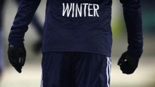 Adrian Winter z FC Luzern na zmrzlém fotbalovém trávníku