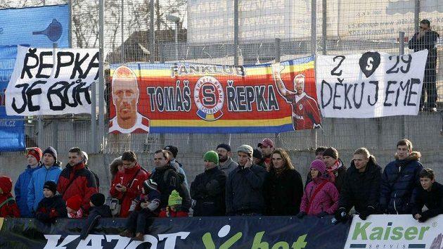 Fanoušci podporovali Tomáše Řepku i při Silvestrovském derby.