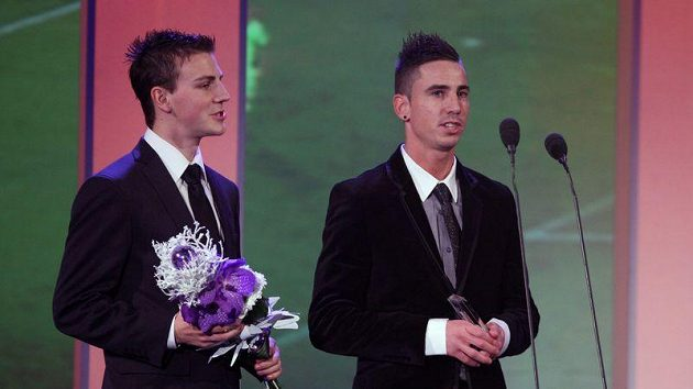 Fotbalisté Viktorie Plzeň Milan Petržela (vpravo) a Vladimír Darida při slavnostním vyhlašování ankety Sportovec roku, kam přijeli pro cenu určenou mistrovskému týmu.