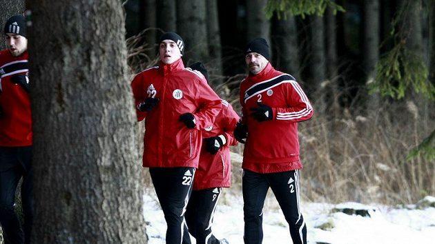 Tomáš Řepka (vpravo) při tréninku se spoluhráči z Českých Budějovic.