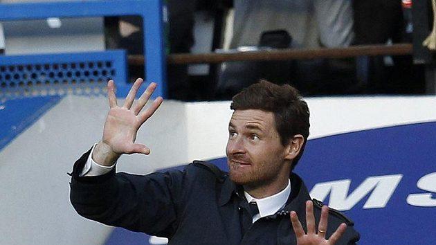 Kouč Chelsea Andre Villas-Boas hodně prožíval utkání s Boltonem.