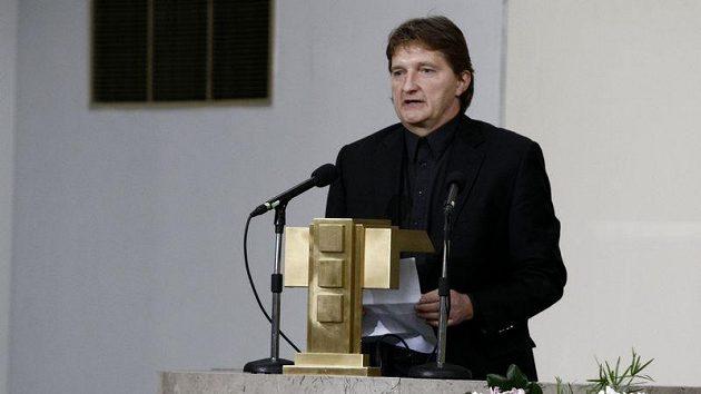 Jaromír Bosák na pohřbu Lukáše Přibyla.