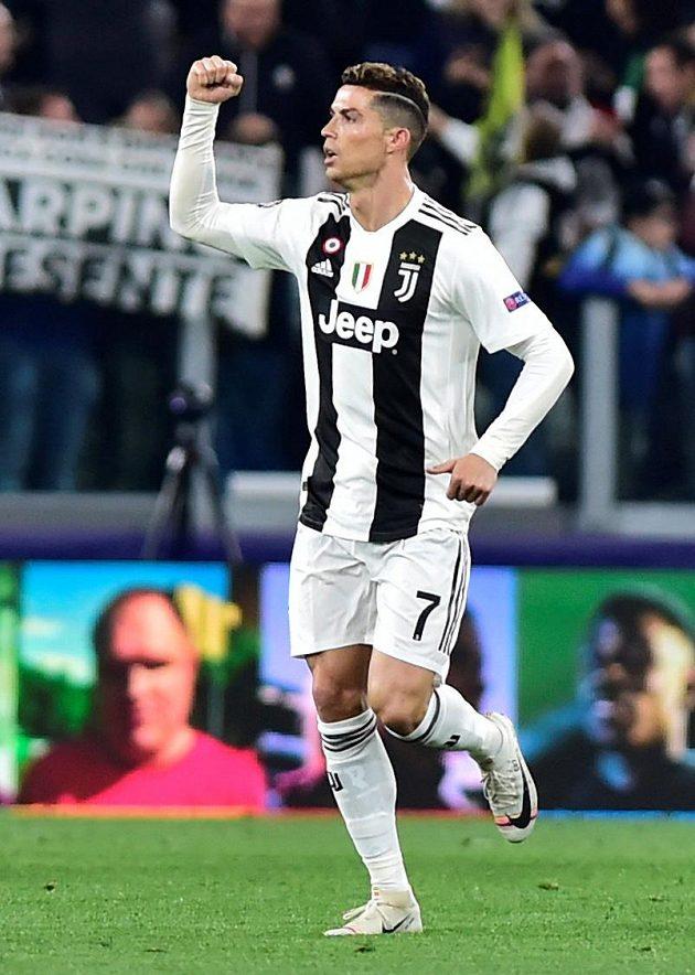 Cristiano Ronaldo slaví úvodní gól zápasu