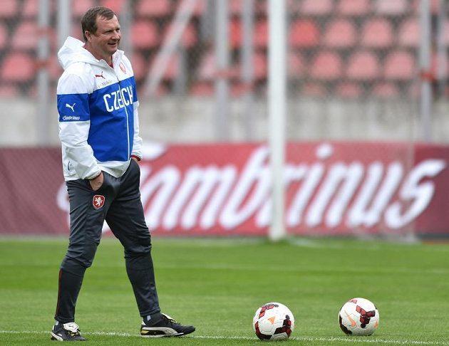 Pavel Vrba během tréninku fotbalové reprezentace.
