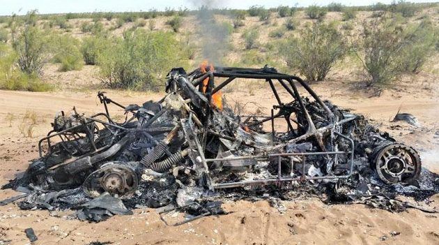 Ohněm zcela zničený vůz Adama Malysze.