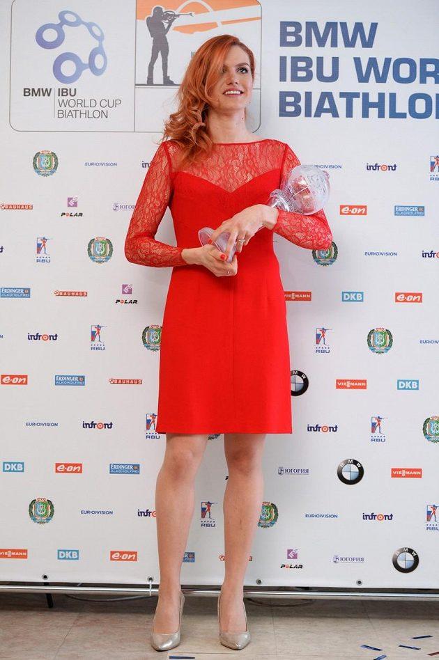 V červených večerních šatech od módní návrhářky Beaty Rajské to Gabriele Soukalové náramně slušelo!