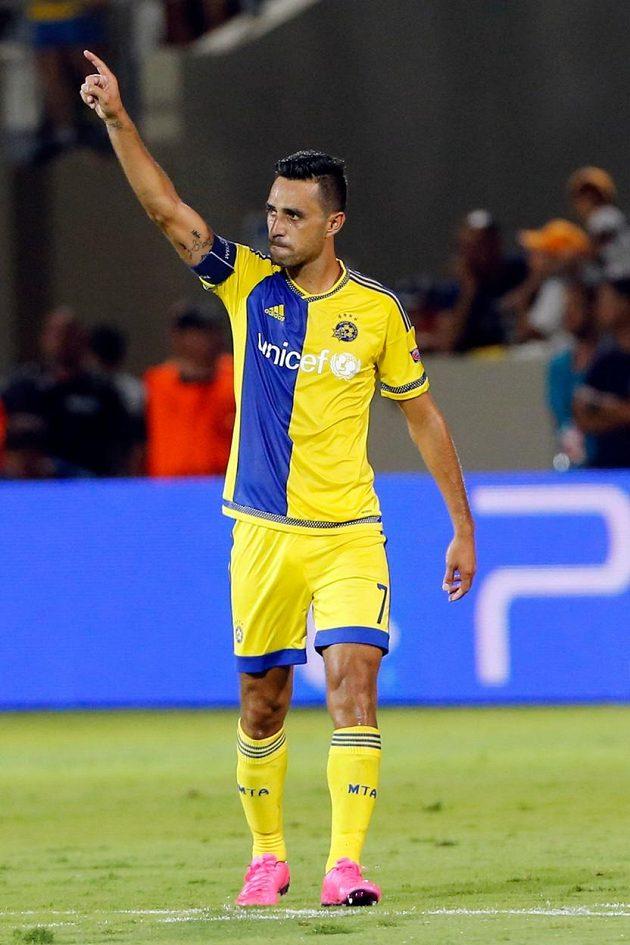 Eran Zahavi slaví vítězný a postupový gól Maccabi Tel Aviv v odvetě play off Ligy mistrů proti Basileji.