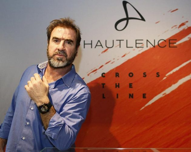 Eric Cantona jako ambasador veletrhu jemných hodinářů v Ženevě.