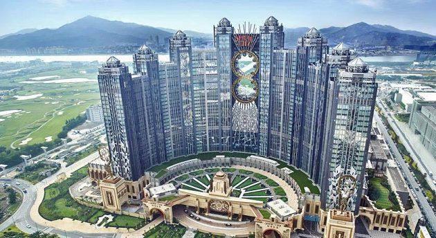 Zde se mistrovství světa v Macau odehrálo, jen přestavba stála 3 miliardy dolarů. Luxusní Studiocity Macau.