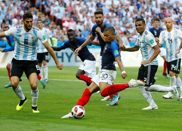 3:2! Francouz Kylian Mbappé otáčí skóre s Argentinou.