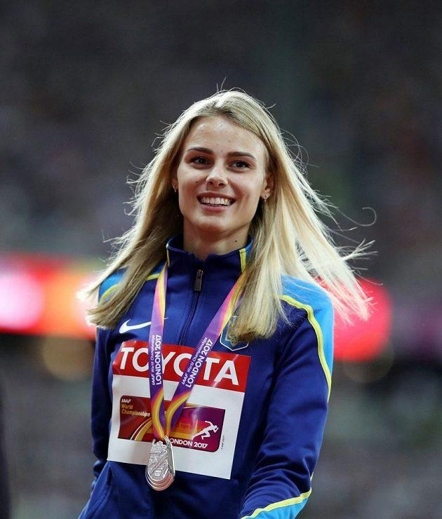 Devatenáctiletá stříbrná medailistka ze skoku do výšky, Ukrajinka Julija Levčenková.