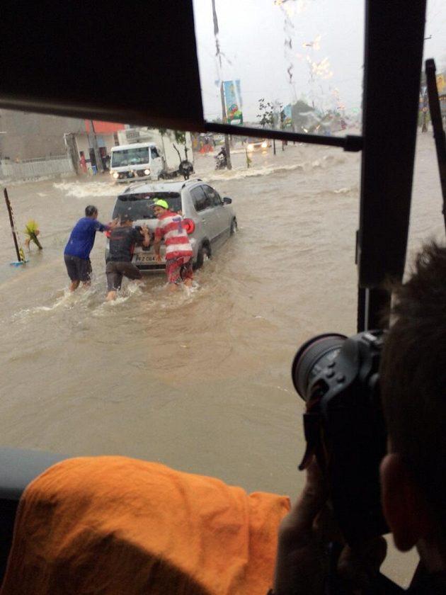 Záplavy v brazilském Recife ohrožují průběh fotbalového mistrovství světa.
