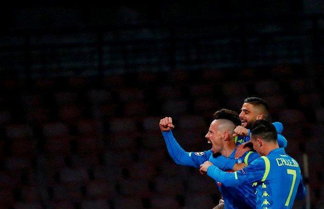 Marek Hamšík z Neapole oslavuje gól proti CZ Bělehrad v Lize mistrů.