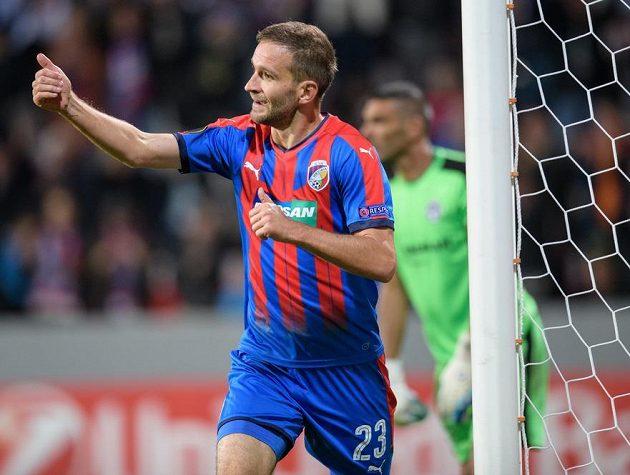 Plzeňský Marek Bakoš oslavuje gól na 3:1.