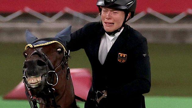Pro Anniku Schleuovou z Německa šance zhasly v parkuru, kdy jí kůň odmítl poslušnost
