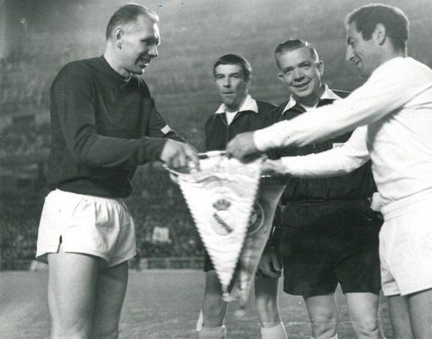 Jiří Tichý (vlevo) jako kapitán Sparty před zápasem s Realem Madrid.