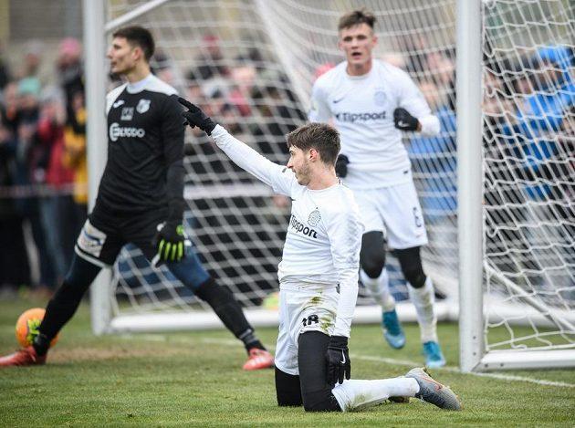 Michal Sáček ze Sparty oslavuje vítězný gól proti Ústí nad Labem.