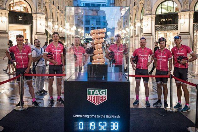 Kick Italy 2017: Celý tým s pohárem pro vítěze.