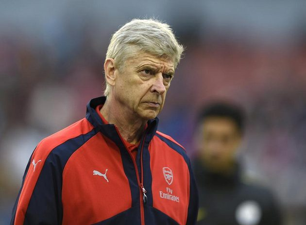 Arséne Wenger nedá bez fotbalu ani ránu...