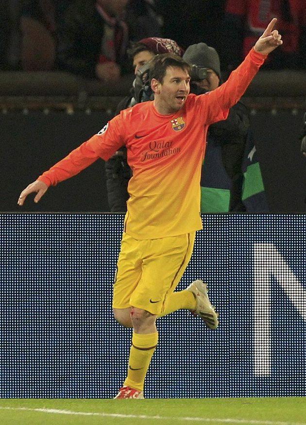 Lionel Messi slaví svoji trefu do sítě Paris St. Germain.