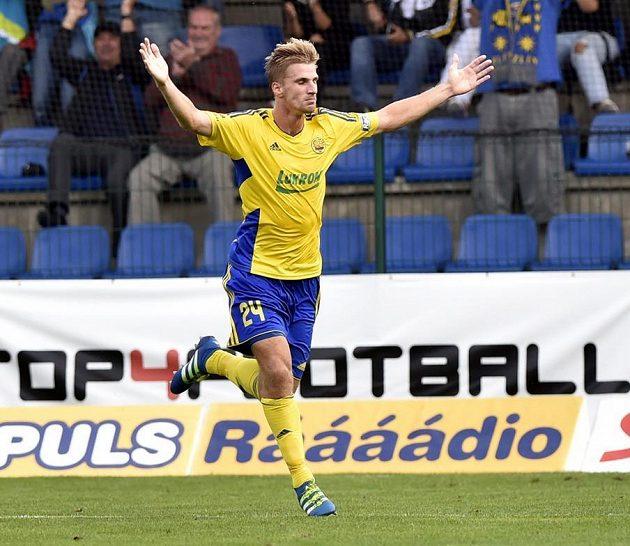 Jakub Jugas ze Zlína se raduje z gólu.