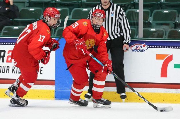 Čeští hokejisté nezvládli své poslední vystoupení ve skupině B na mistrovství světa hráčů do 18 let, ve Friscu prohráli vysoko s Ruskem. Hodně vidět byl opět supertalent Matvej Mičkov (17).
