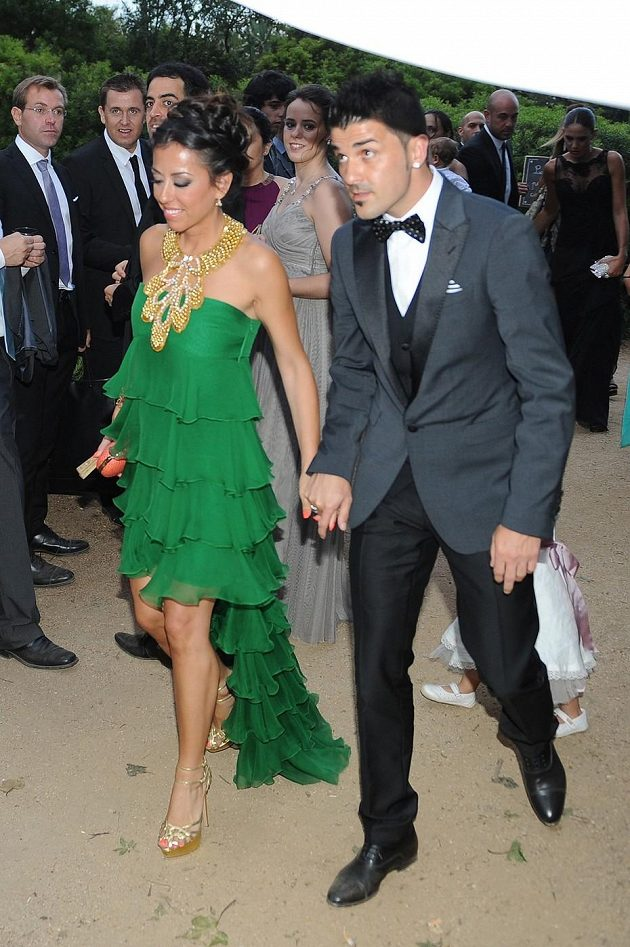 Útočník David Villa se před pár dny upsal Atlétiku Madrid, ale na svatbu dorazil i po boku své ženy Patricie Gonzalezové.