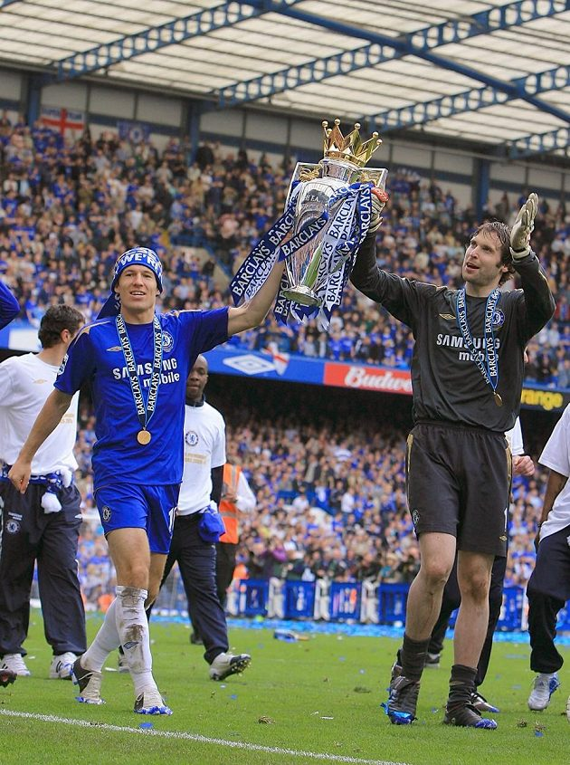 Tím začaly zlaté časy Chelsea. V následující sezóně tým ze Stamford Bridge získal anglický Superpohár, když ve finále zdolal Arsenal 2:1. Hlavně se ale podařilo obhájit ligový titul.