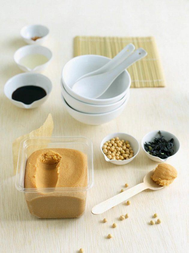 Základem miso polévky je zelenina a mořské řasy. Je možné do ní přidat i luštěniny.