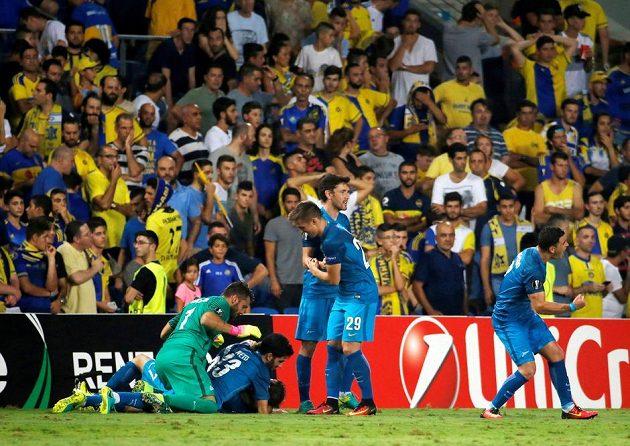A je to, obrat na 3:4 dokonán! Fotbalisté Petrohradu křepčí, fanoušci Maccabi úpí...