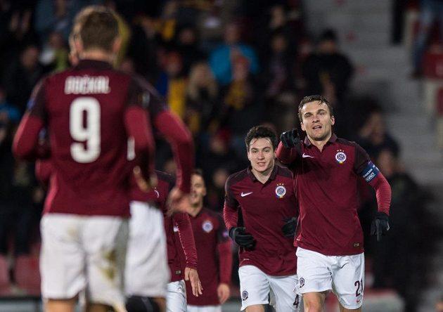 David Lafata a Bořek Dočkal oslavují gól na 2:0 během utkání Sparta - Hapoel Beer Ševa.
