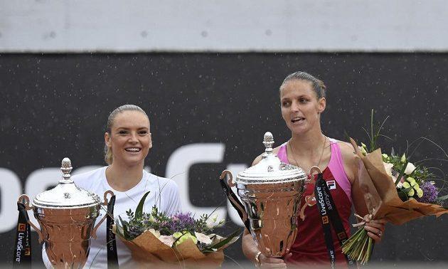 Vítězka tenisového LiveScore Cupu Karolína Plíšková (vpravo) a poražená Tereza Martincová.