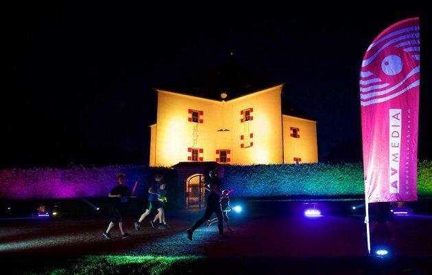 Osvětlený letohrádek Hvězda byl dominantou neonového běhu.