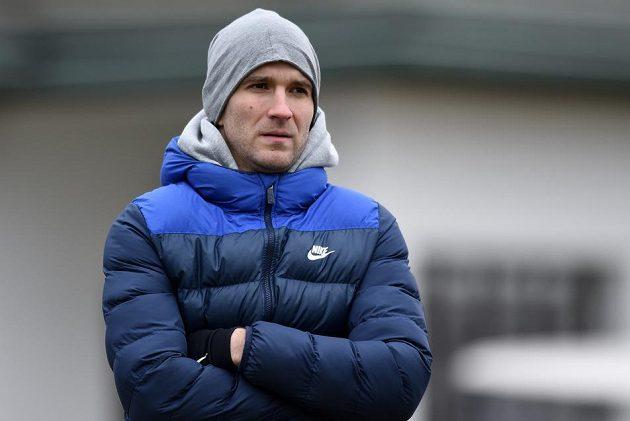 Nová posila Slovanu Liberec Marek Bakoš sleduje přípravné utkání s Trenčínem.