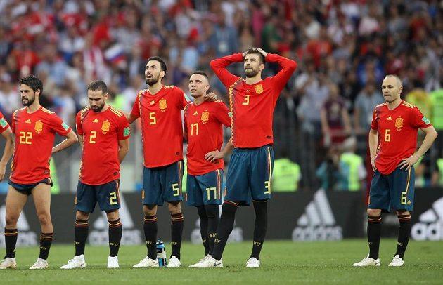 Jedeme domů... Rozčarování Španělů po penaltovém rozstřelu.